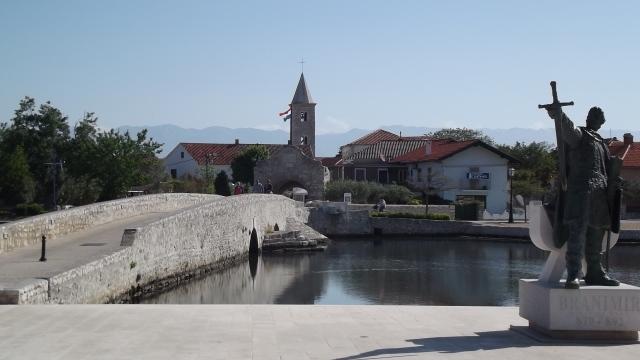 The stone bridge to Nin island